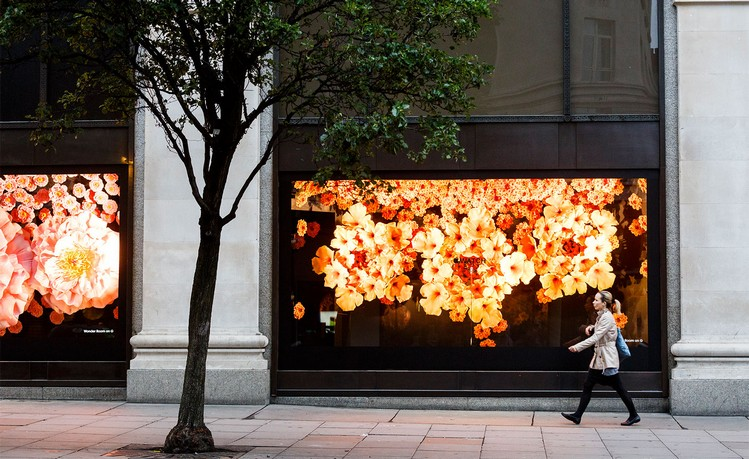 apple-stages-a-floral-takeover-of-selfridges-store-windows-3